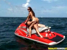 Krystal Main - Kristal banging Hunter on a jet skivideo
